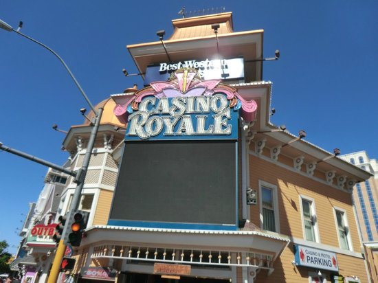 Casino Royale : 正面入り口