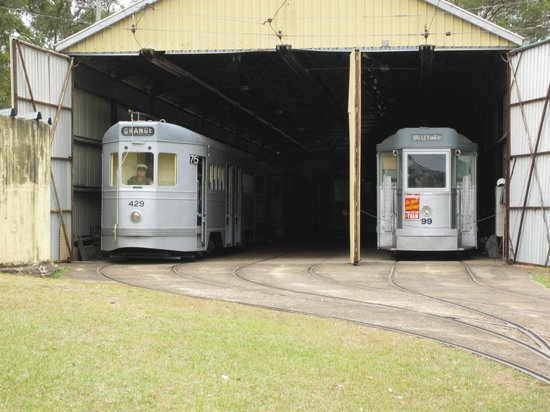 Brisbane Tramway Museum: FM 429 and a Drop Centre in the Tram 'Garage'
