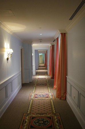 Four Seasons Hotel Lion Palace St. Petersburg : Walking to the room