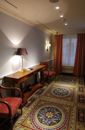 Four Seasons Hotel Lion Palace St. Petersburg : Next to elevators