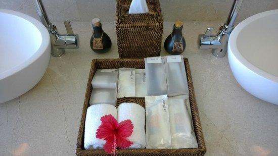 Anantara VeliMaldivesResort: Amenities in the bathroom