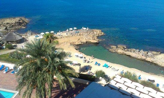 Cynthiana Beach Hotel: Blick vom Zimmer auf die Buchten