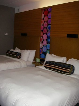 Aloft Chapel Hill: Very comfy beds, good reading lights, lots of pillows