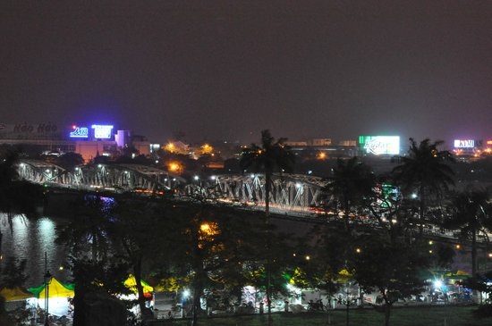 Hotel Saigon Morin: Night view from deluxe room