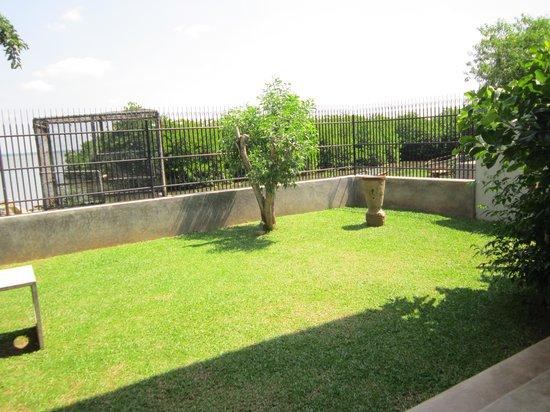Villa Hundira: Another side of the garden