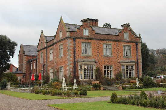 Willington Hall Hotel: Side of hotel