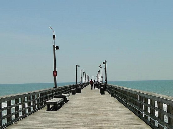 Surf City Pier: looking down the pier
