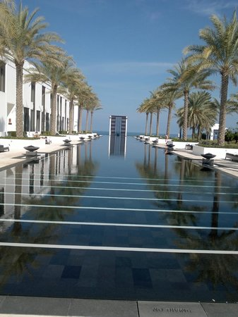The Chedi Muscat – a GHM hotel: The (very) long pool
