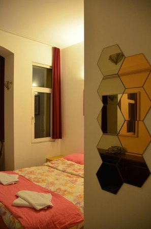 Taksim Lounge Hostel : double room 102