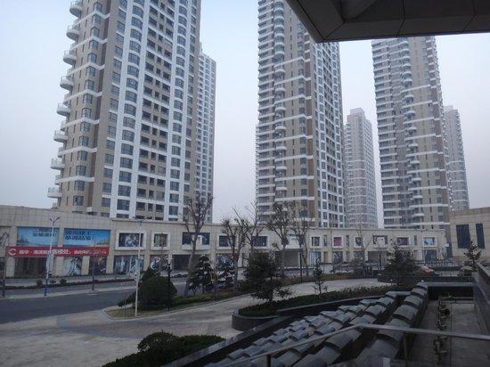 Sheraton Yantai Golden Beach Resort: ホテル周辺のマンション群