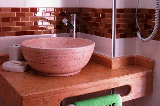 Hotel Tamariz: Baños modernos, equipados con mapara