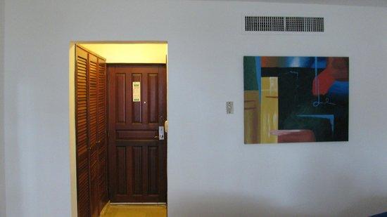 Viva Wyndham Dominicus Palace: l'entrée de la chambre vue du lit