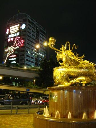 Dorsett Wanchai, Hong Kong: Золотой дракон