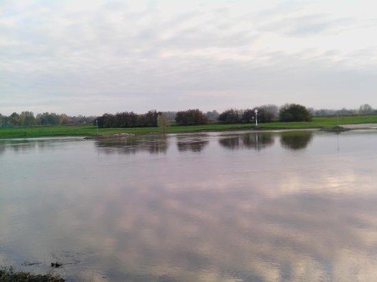 NH Arnhem Rijnhotel : View of the Rhine from the hotel