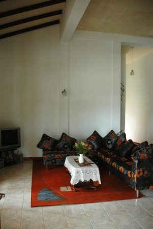 Tea Hills Bungalow : living room