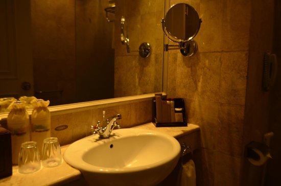 The Phoenix Hotel Yogyakarta - MGallery Collection: Bathroom