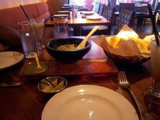 Dos Caminos : table