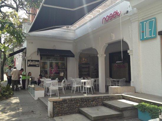 Roset Restaurante y Gin Bar: terraza