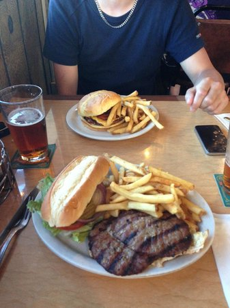 Mt. Whitney Restaurant: Hamburger's