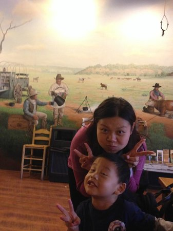 Java Ranch Espresso Bar & Cafe: My kid excited with the wall paint