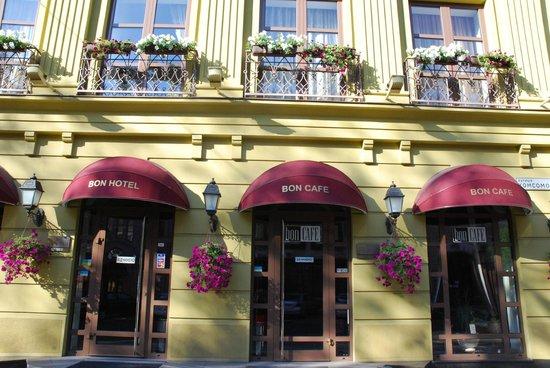 Bon Hotel: Фасад
