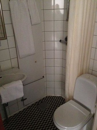 Hotel Danmark - TEMPORARILY CLOSED : bagno
