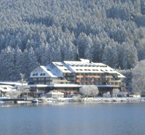 Maritim TitiseeHotel: Hôtel sous la neige