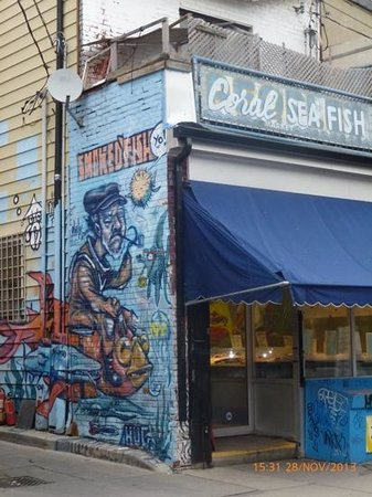 Kensington Market and Spadina Avenue: graffiti en pescadería