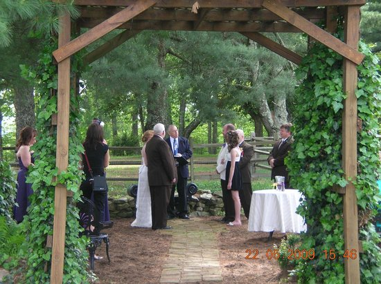 Bent Mountain Lodge Bed and Breakfast : Rock Garden wedding