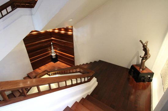 Ratilanna Riverside Spa Resort Chiang Mai: Beautiful stairwell