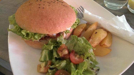 The Hive : Scrumptious chicken burger