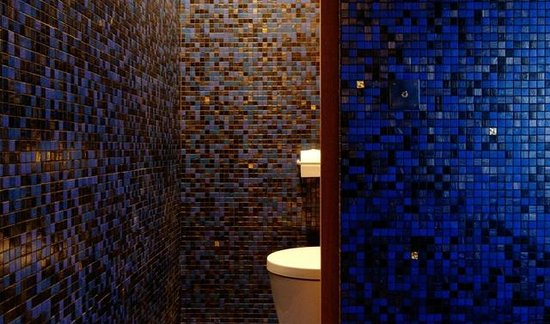 Chateau Le Rosey : Cosy bathroom