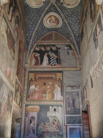 Cappella Domenicani: Frescoes inside chapel