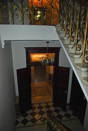 Hotel Garden Palace: Лестница