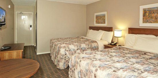 Colonial Square Inn & Suites : Two Queen