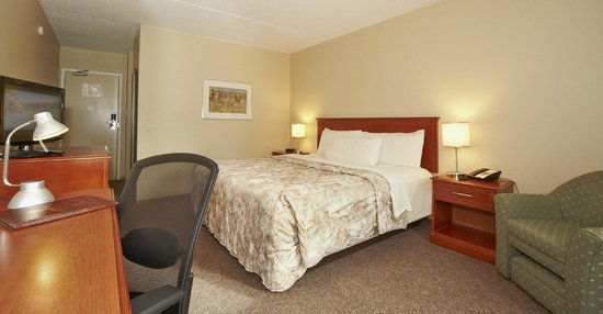 Colonial Square Inn & Suites : King