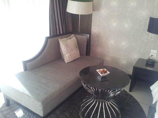 Le Meridien Chiang Rai Resort: el sofá de la habitación