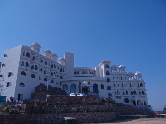 Bhairav Garh Palace: Hotel Front