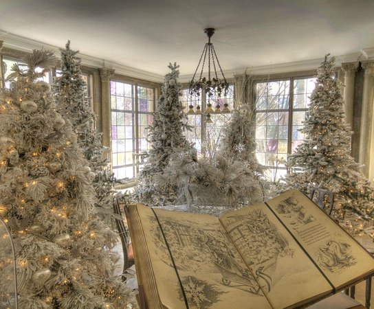 Breakfast Room Decorated As The Land Of Snow For The Holidays Picture Of Paine Art Center And
