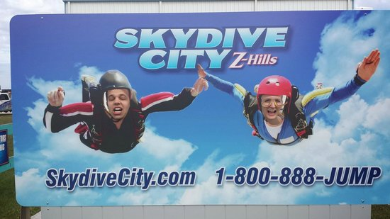 Skydive City: Face-in-hole