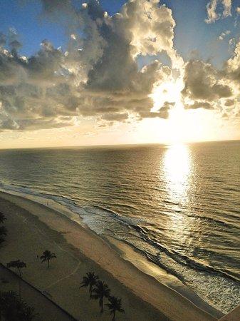 Prodigy Hotel Recife: Vista do nascer do sol no quarto