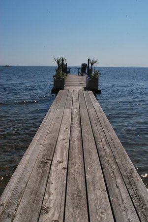 Beacon Shore Bed & Breakfast: Private dock and the view