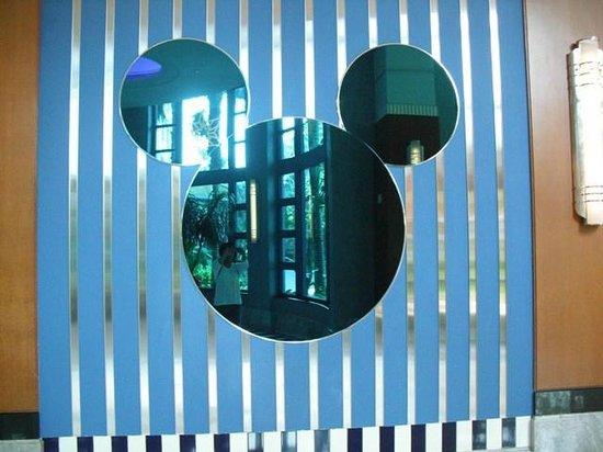 Disney's Hollywood Hotel: Outside Chef Mickey Restaurant