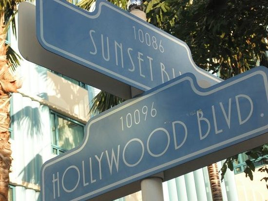Disney's Hollywood Hotel: a touch of Hollywood at the backyard garden of hotel