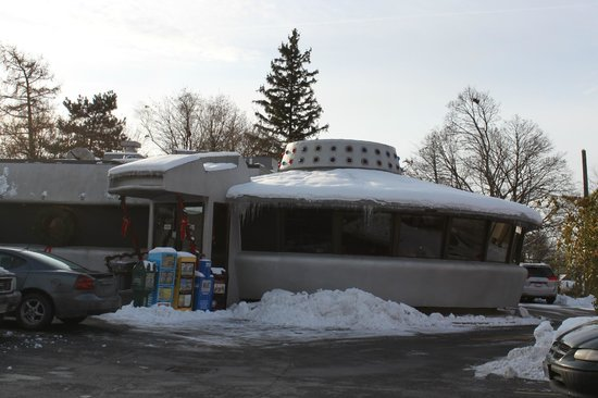 Flying Saucer Drive-In: Outside view