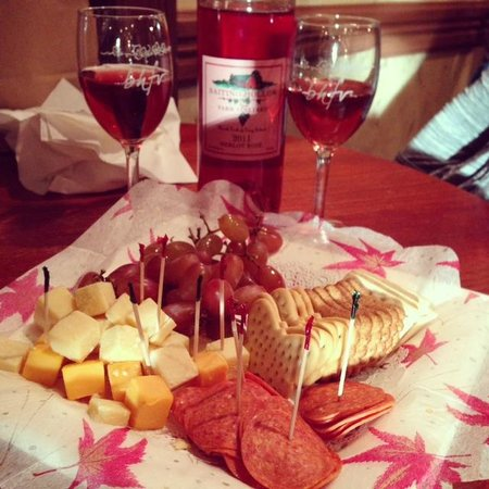 Hotel Indigo East End: Wine and Cheese at Baiting Hollow Farm Vineyard