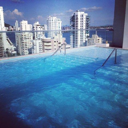 Hampton by Hilton Cartagena : Vista desde la Piscina en el piso 17 (cierra a las 6:00 p.m.)