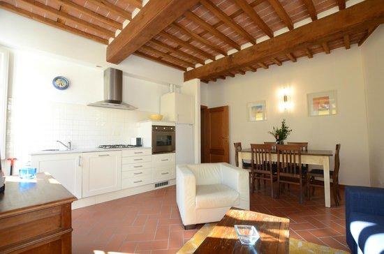 Anfiteatro apartments 2italia lodge reviews price for Anfiteatro apartments