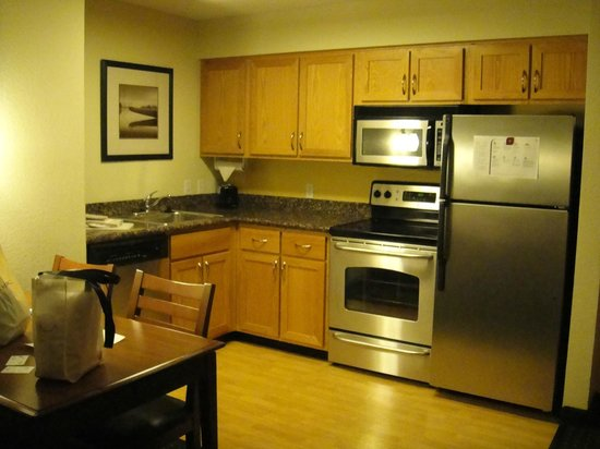Residence Inn Portland North Harbor: Kitchen