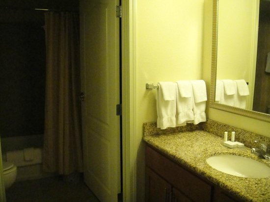 Residence Inn Portland North: Bathroom